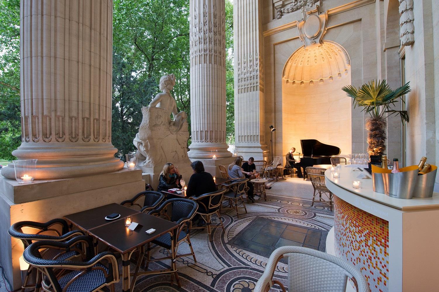 The best romantic restaurants in paris elope in paris for Le petit salon paris